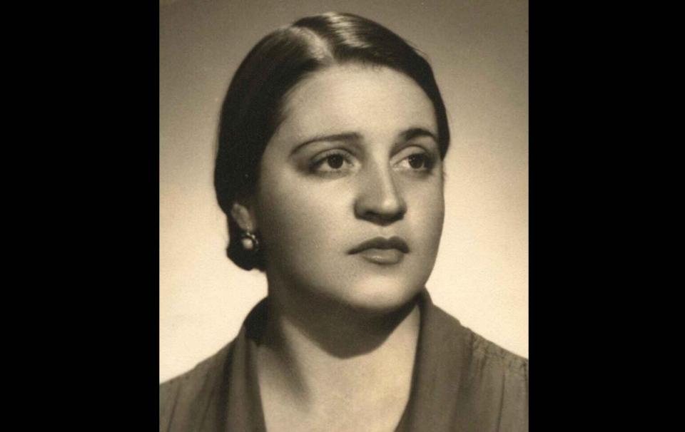 Aurora Reyes